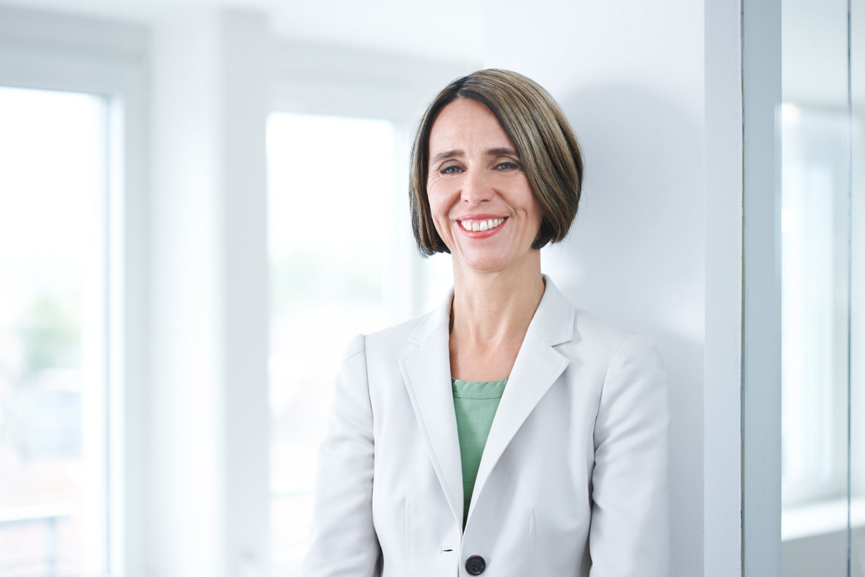 peoplefotografie fotografie people business portrait CEO company unternehmen onlocation woman