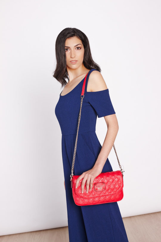 fotografie fashion mode stiils product productshot catalogue internetshop ecommerce outfit streetwear model female bag