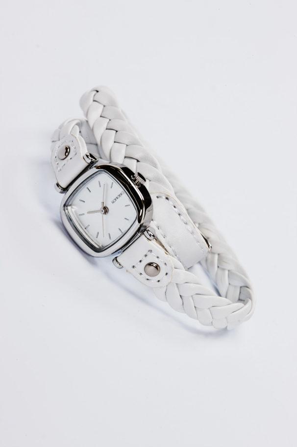 fotografie fashion mode stiils product productshooting watch catalogue internetshop ecommerce outfit streetwear model female
