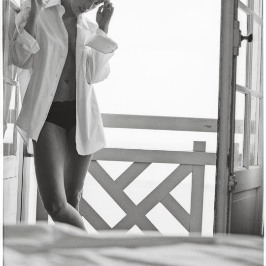 Peter Lindbergh Fotograf Trouville Deauville schwarz/weiss analog Film Smoking Women Linda nachmittags Hotel